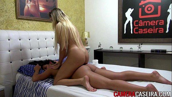 Brasileiras Gostosas Peladas fazendo massagem