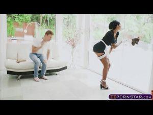 Sexo com empregada no videoporno de putaria