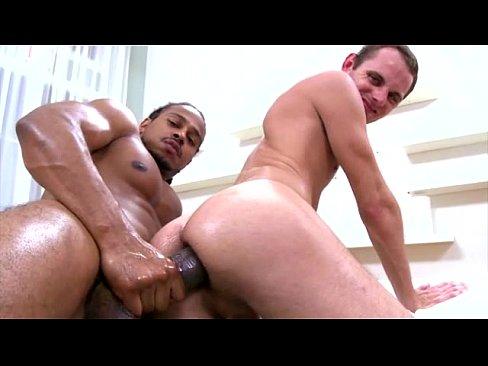 Gay big cock fodendo o amigo passivo no anal