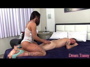 Shemale gostosa dando o cu no porno anal