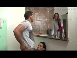 Homem fazendo sexo com travesti safada