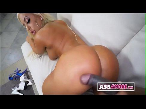 Redporno com loira gostosa de quatro no sexo