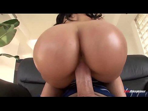 Xporno com mulher rabuda sentando na rola