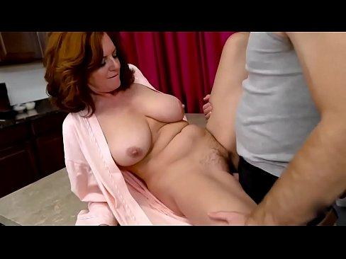 Coroa fudendo gostoso no vídeo porno