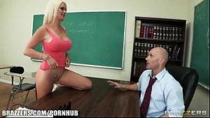 Sexo com aluna fudendo com professor na escola