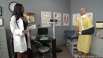Com paciente essa doutora fode