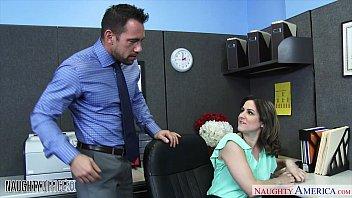 Parsexual gostosona metendo com chefe