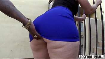Mulher com um rabão gostoso fazendo vídeo porno