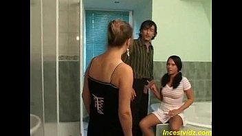 Xxvideos sexo familiar no banheiro