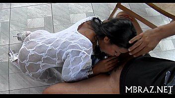 Sambaporno Comendo a gostosa de vestido