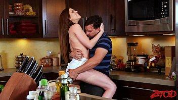 Videoporno Comendo a sogra na cozinha