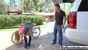 Andando de bicicleta sem calcinha