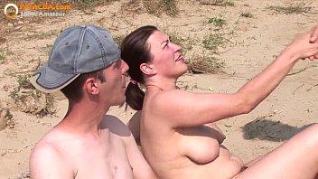 Suruba na praia de nudismo e muito sexo