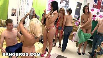 Mulheres gostosas se pagando na festinha caseira