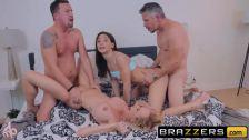 Gostosas peitudas casadas fazendo sexo grupal